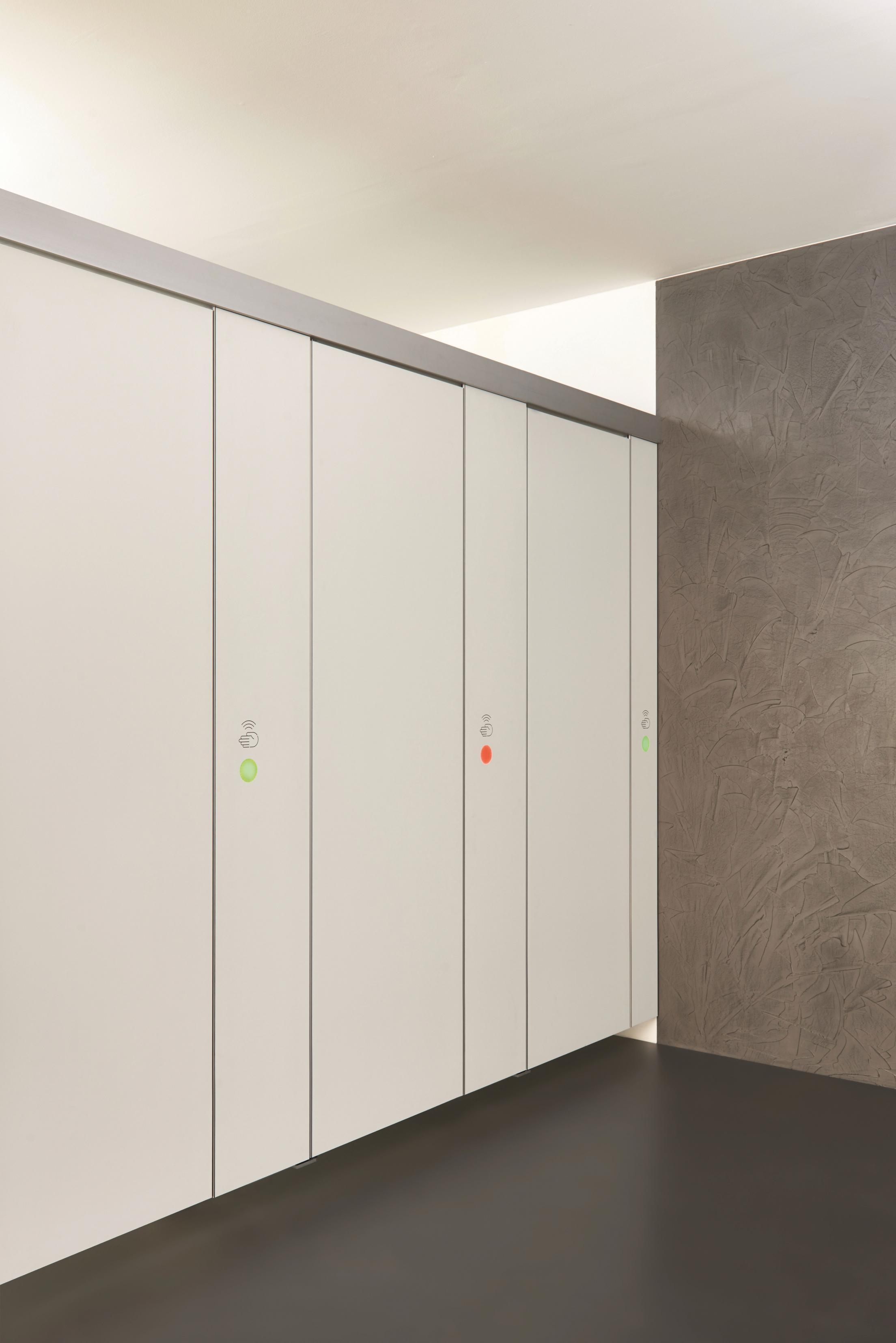 Die berührungsfreie WC-Trennwand: EF-3 LOOK&WAVE - Winner Building