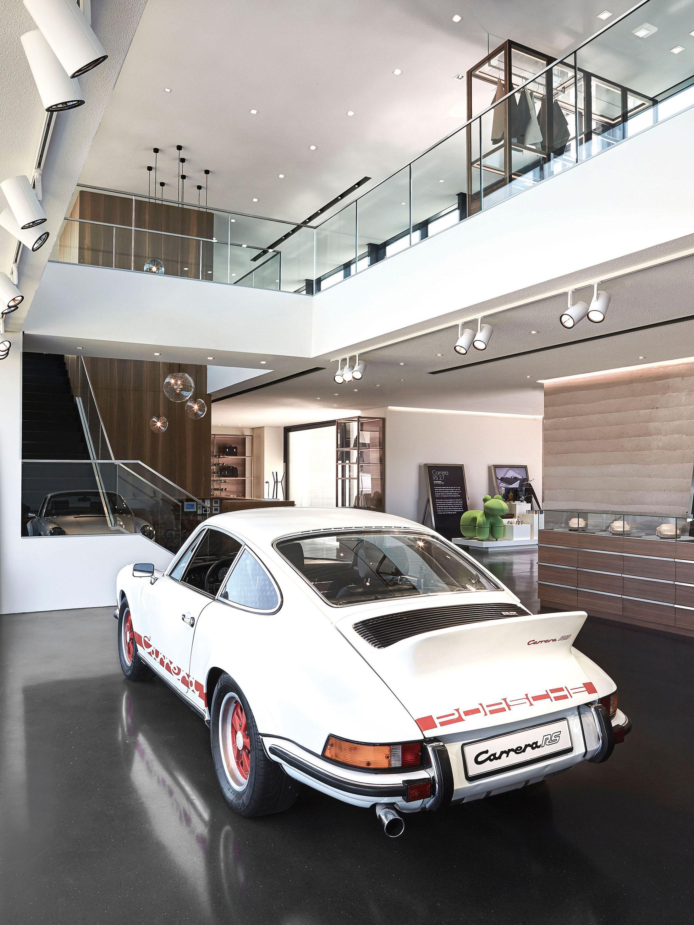 schauraumkonzept porsche auf sylt winner retail architecture. Black Bedroom Furniture Sets. Home Design Ideas