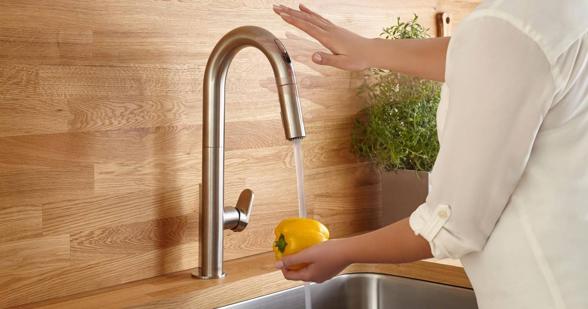 Beale Pull Down Kitchen Faucet With Selectronic Technology